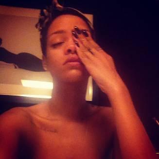 Rihanna trouve son réveil trop matinal