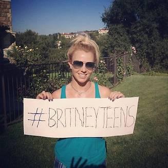 Britney affiche la pancarte faite par ses fils
