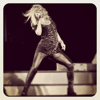 Shakira enceinte et toujours au top sur scène