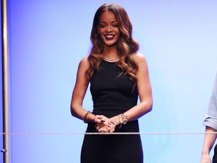 Rihanna : elle produit la copine d'Harry Styles !