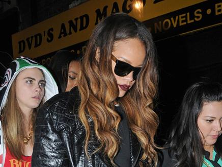 Rihanna nue : sa mère se fâche, en vain