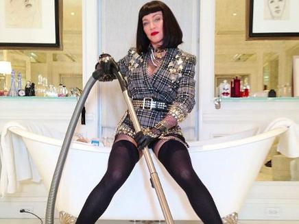 Madonna: sulfureuse même pour passer l'aspi!