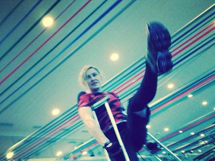 Madonna : du sport même en béquilles!