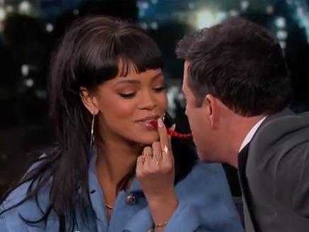 Rihanna fait monter la tempérauture chez Jimmy Kemmel!