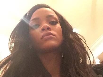 Rihanna dévoile un nouveau hit en live!