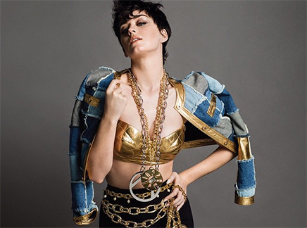 Katy Perry : nue pour Moschino!