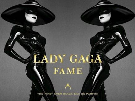 Lady Gaga pose en latex pour son parfum !