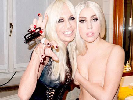 Lady Gaga enlève (encore) le haut !