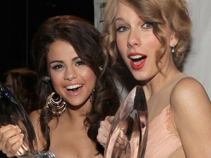 Miley Cyrus, Taylor Swift et Selena Gomez  : un futur trio ?