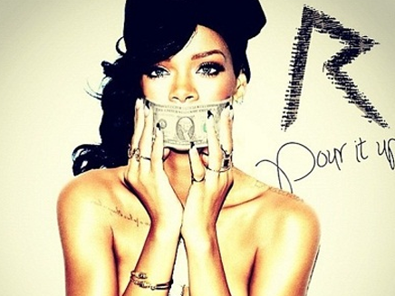 "Rihanna : nue pour la pochette de ""Pour It Up"""