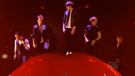 One Direction : découvrez « Kiss You » en live !
