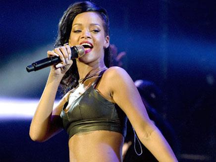 Rihanna : une Mère Noël très généreuse !