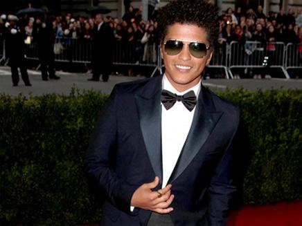 Bruno Mars : il veut faire un duo avec Rihanna !