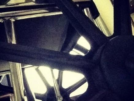 Lady Gaga : contrainte de se déplacer en chaise roulante