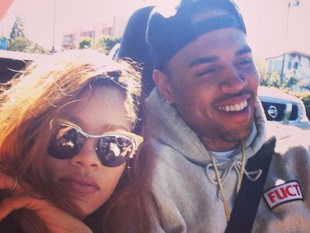 Rihanna : toujours proche de Chris Brown!