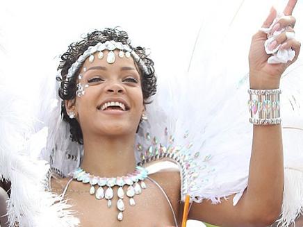 Rihannafait la fête au carnaval de la Barbade!