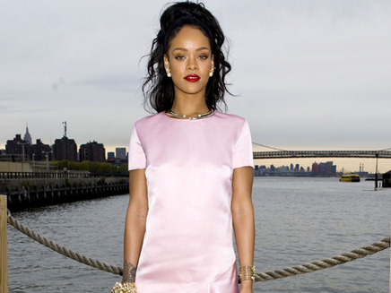 Rihanna : une vraie lady au défilé Dior Croisière !