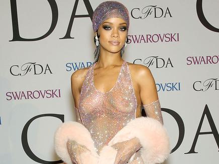 Rihanna joue la carte du nu et du sexy !