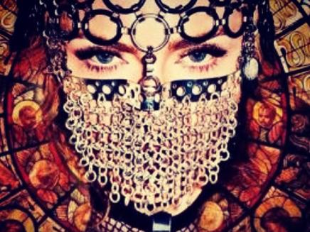 """Madonna révèle la pochette de """"Messiah"""" !"""