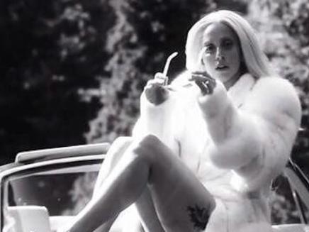 Lady Gaga : fière de sa silhouette