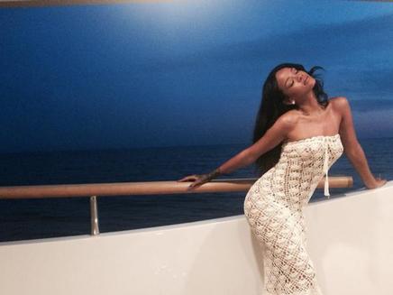 Rihanna : sexy sur son yacht en Italie !