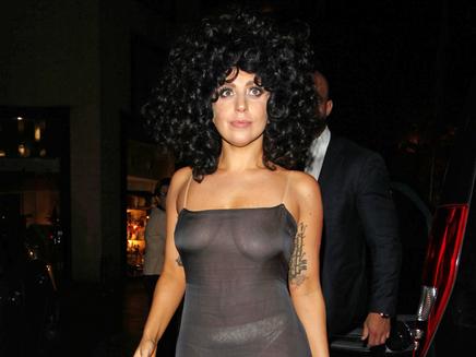 Lady Gaga : elle ose la robe transparente en Belgique!