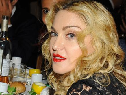 Madonna vend sa robe de mariée aux enchères!
