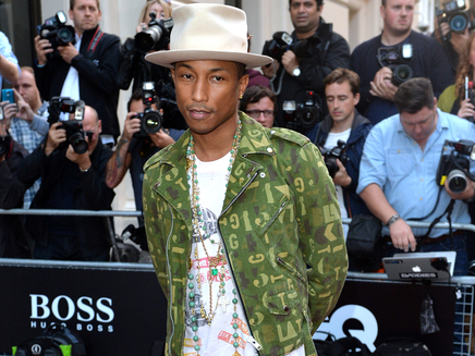 Pharrell Williams décoré par Bono