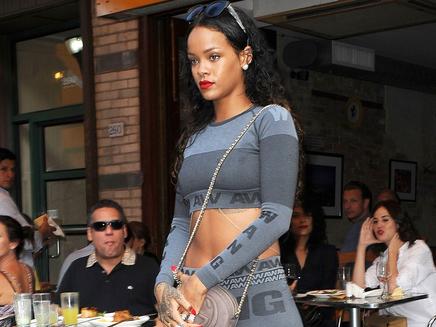 Rihanna : dix nouveaux hits déjà prêts pour la fin de l'année ?