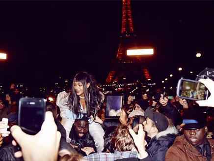 Rihanna provoque l'hysterie à Paris!