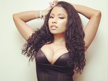Nicki Minaj : décolleté XXL pour ses fans!