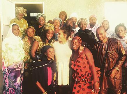 Amel Bent : au Sénégal pour la bonne cause!