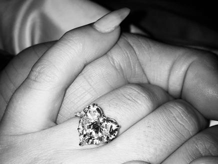 Lady Gaga : elle est fiancée!