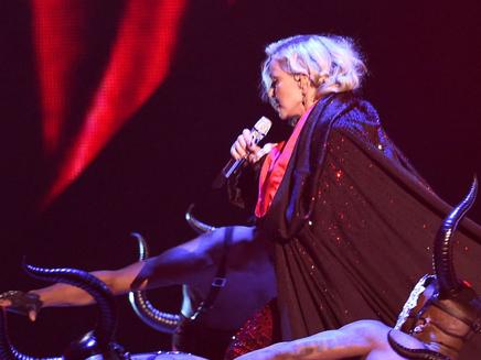 Madonna : « J'aurais pu m'étrangler, j'ai préféré tomber »