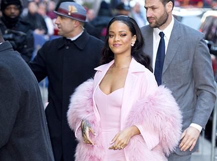 Rihanna : tout en rose pour la promo de son film!