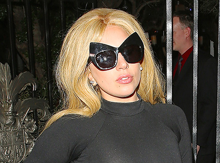 Lady Gaga redevient blonde!