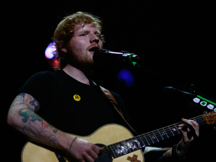 Ed Sheeran signe une de ses idoles sur son label!