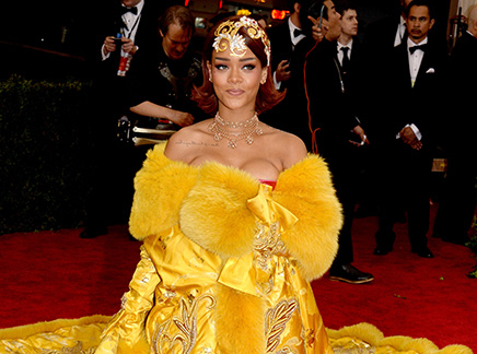Rihanna : elle trouve sa robe sur internet!