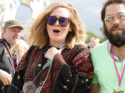 Adele : sortie en amoureux à Glastonbury!
