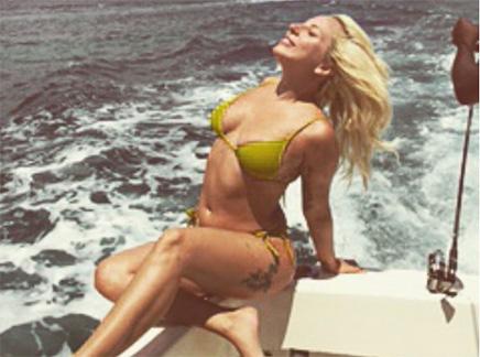 Lady Gaga : une sirène aux Bahamas!