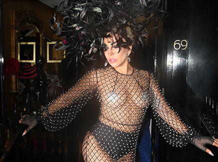 "Lady Gaga : sa tenue anglaise ""schocking"" !"