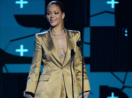 Rihanna : elle n'est plus seule!
