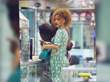 Rihanna : victime d'un harceleur, elle se détend à New York!