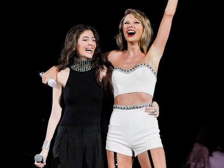 Taylor Swift répond à Lorde et dévoile une adorable photo d'elle enfant!