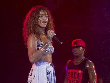 Rihanna : un concert sous la pluie pour clore le Carnaval