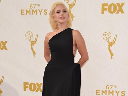 Lady Gaga: super glamour aux Emmy Awards!
