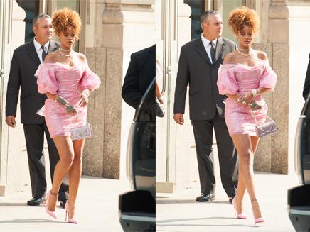 Rihanna: en rose bonbon pour le lancement de son parfum!