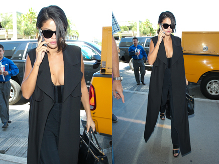 Selena Gomez : super sexy à l'aéroport de Los Angeles!
