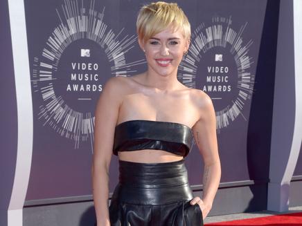 Miley Cyrus : découvrez « Hands of Love », son nouveau hit!