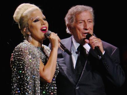 Tony Bennett : Lady Gaga lui donne la chaire de poule!